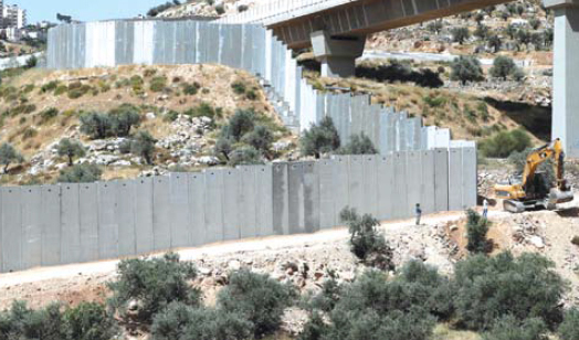 Beit Jala – Israeli Forces Continue Building Annexation Wall