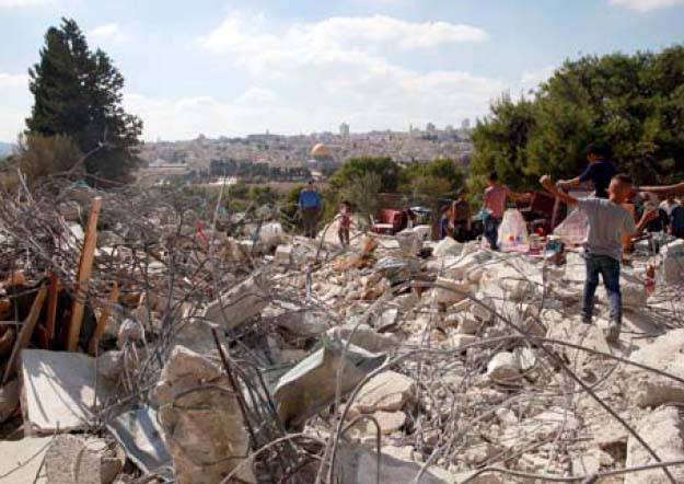 Jerusalem: Israeli Forces Demolish Residential Building in al-Tour Neighborhood Photo by: Mohammed Elayan